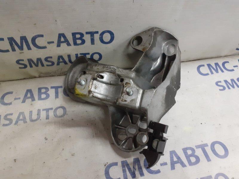 Кронштейн стабилизатора Audi Allroad C5 2.7T передний правый