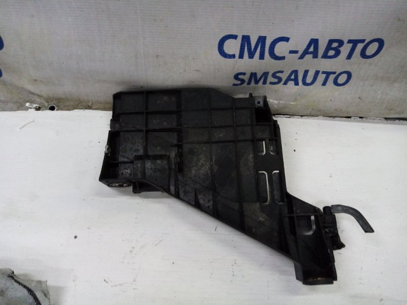 Кронштейн бампера под фару Audi A5 2.0T передний левый