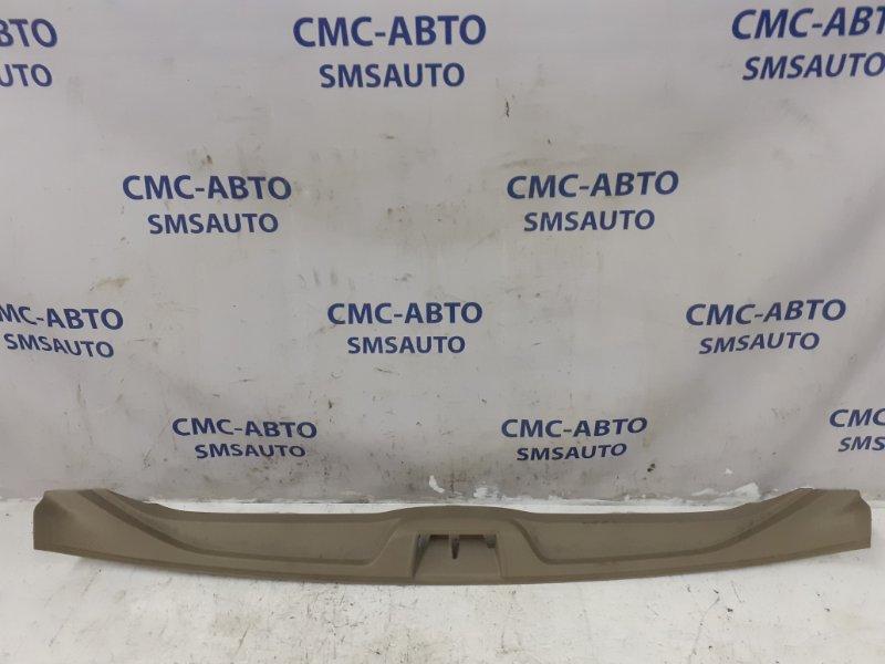 Накладка скобы двери багажника беж XC70 08-