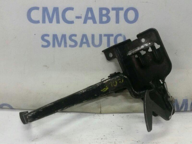 Крюк капота Audi A4 B6 3.0 ASN 1998