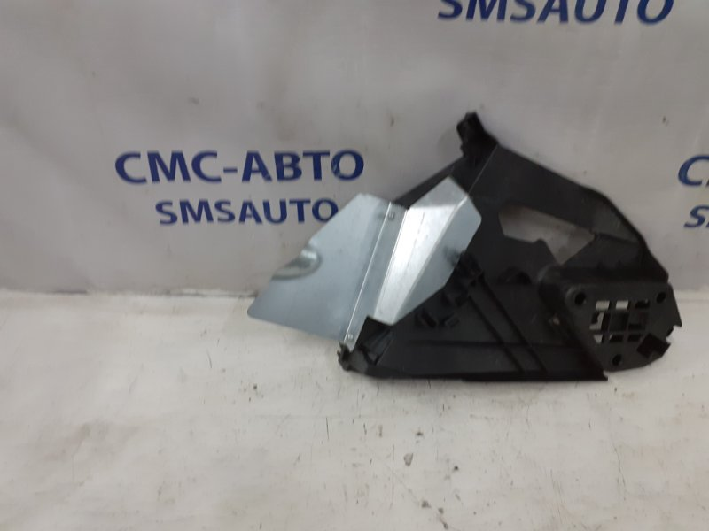 Кронштейн замка двери Volvo Xc60 ХС60 2.4D задний правый