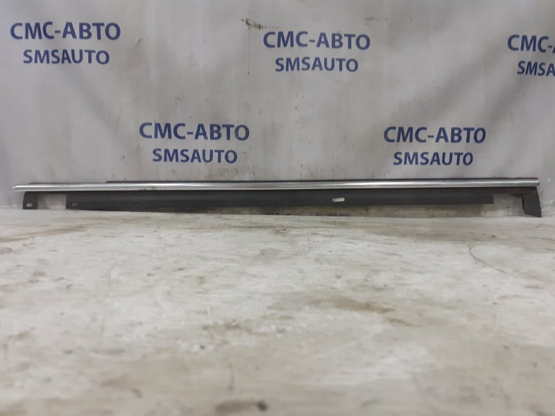 Молдинг стекла двери передний левый