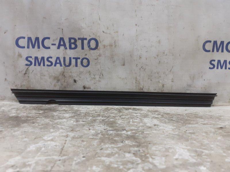 Уплотнитель стекла Mercedes C-Class W204 задний правый