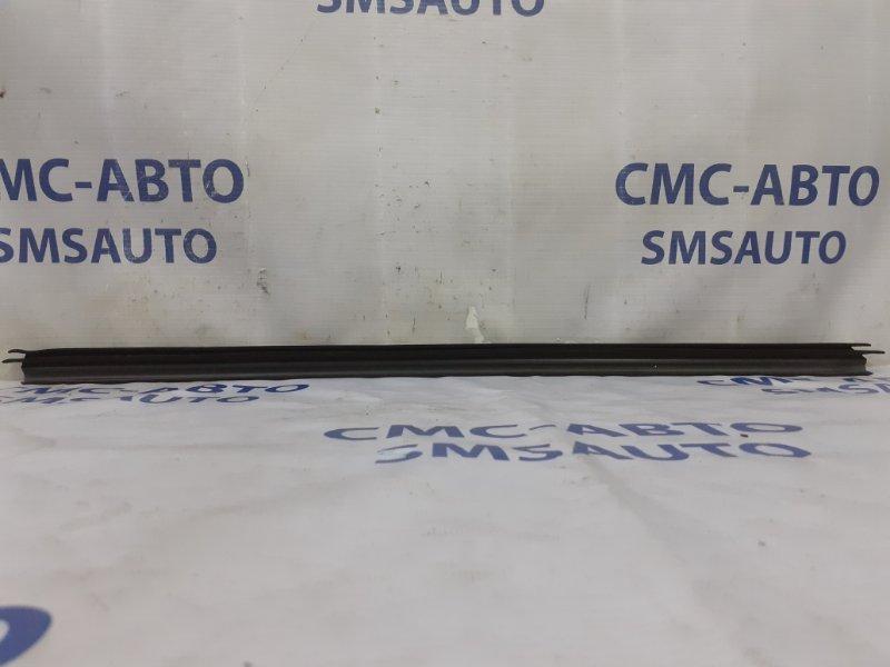 Уплотнитель стекла Volvo Xc60 ХС60 2.0T задний правый