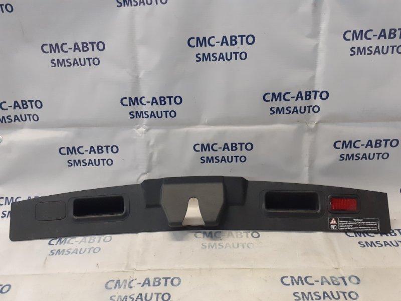 Накладка замка багажника Mercedes Gl X164 4.7 задняя