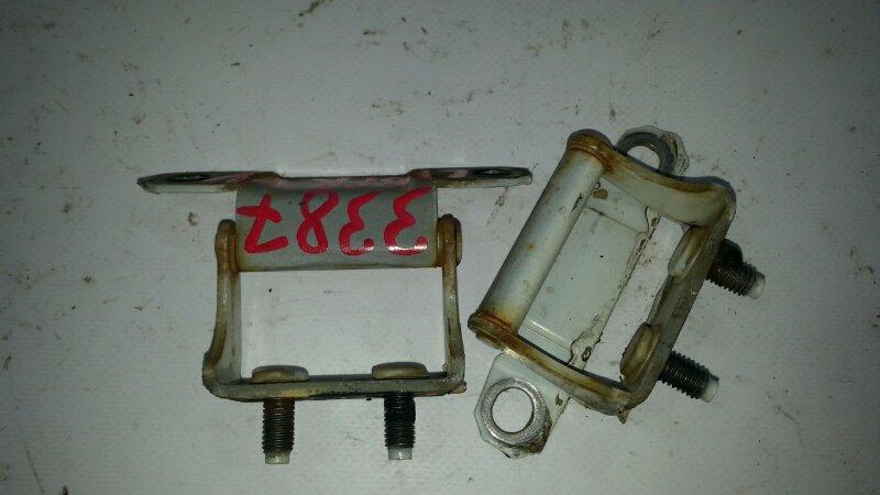 Петля 5 двери Nissan Liberty RM12 QR20DE 2001 задняя