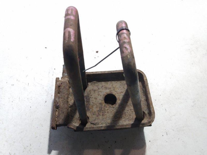 Стремянка рессоры Isuzu Elf NKR58 4HF1 задняя левая