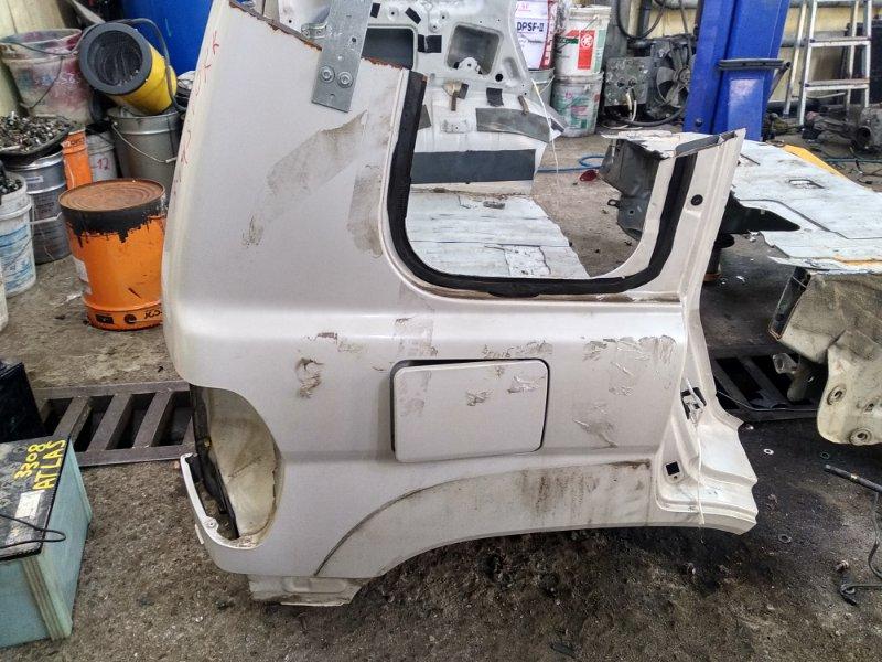 Крыло Mitsubishi Pajero Io H71W 4G93 заднее правое