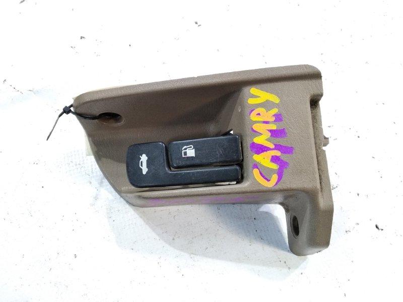 Ручка открывания бензобака Toyota Camry CV40 4SFE задняя