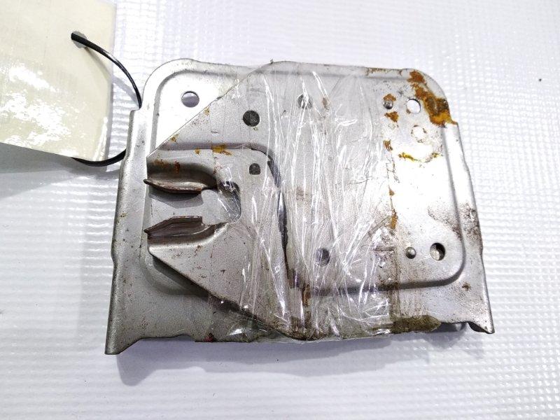 Крепление магнитофона Mitsubishi Libero CB2V