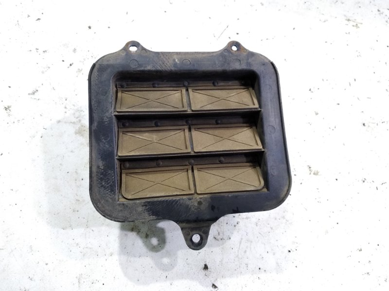 Клапан вентиляции кузова Toyota Rav4 SXA10G 3SFE 1994 задний левый