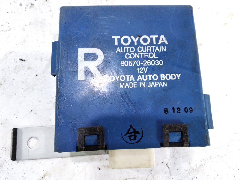 Блок управления шторками Toyota Hiace KZH106G 1KZTE 1996 правый