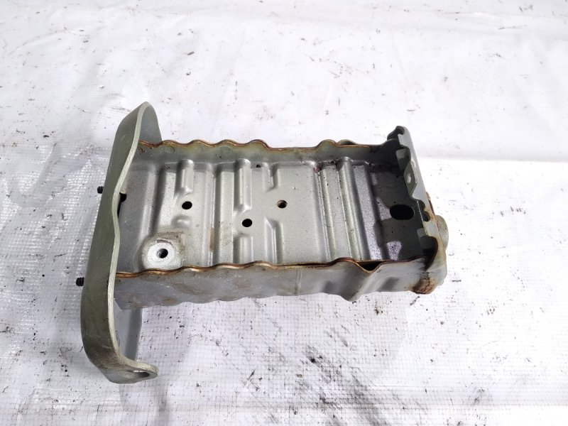 Жесткость бампера Toyota Belta NCP96 2NZFE 2006 передний правый