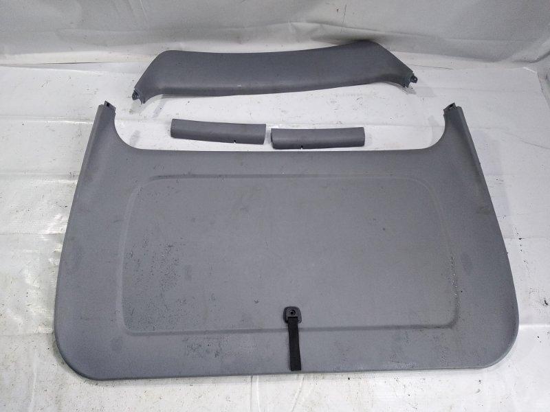 Обшивка двери багажника Toyota Town Ace Noah CR42 3SFE 1999 задняя
