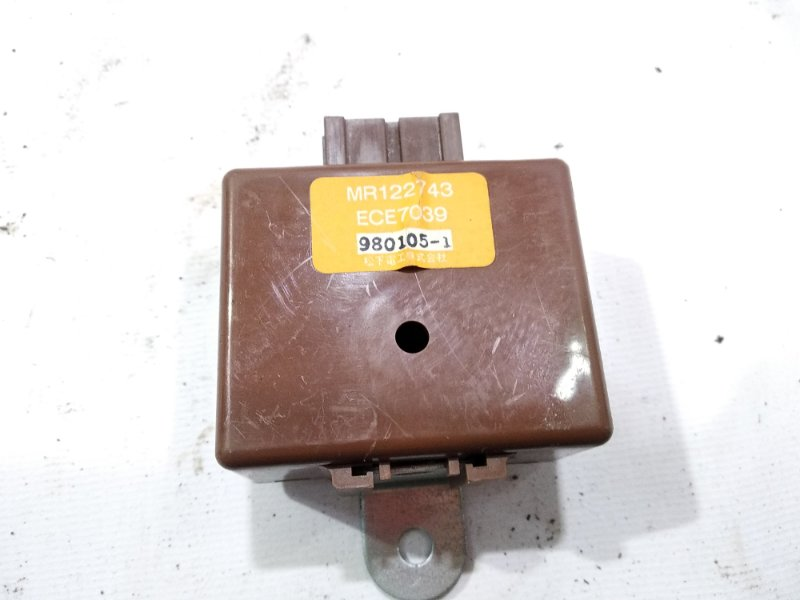 Блок управления Mitsubishi Pajero Junior H57A 4A31 1998