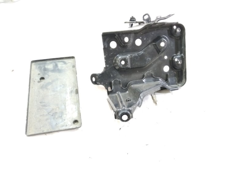 Крепление аккумулятора Toyota Belta NCP96 2NZFE 2006