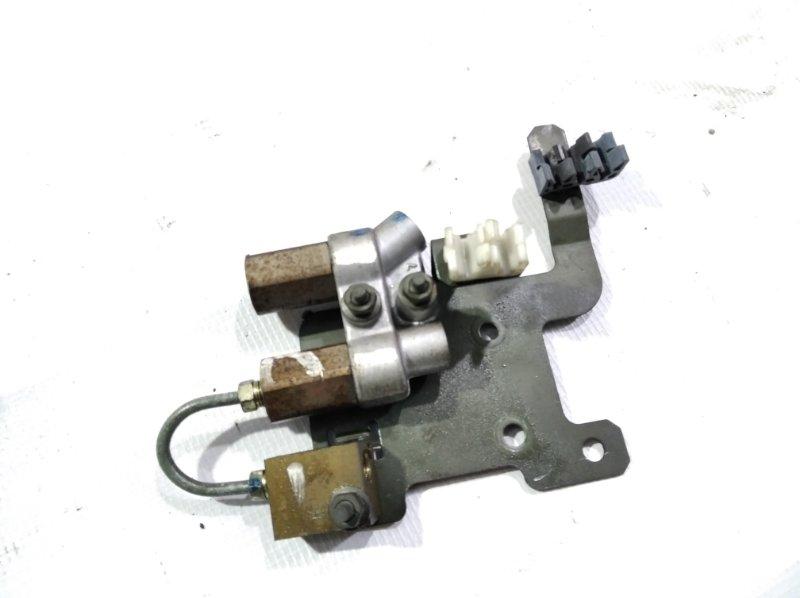 Тройник тормозной Nissan Elgrand AVWE50 QD32ETI 1998 задний