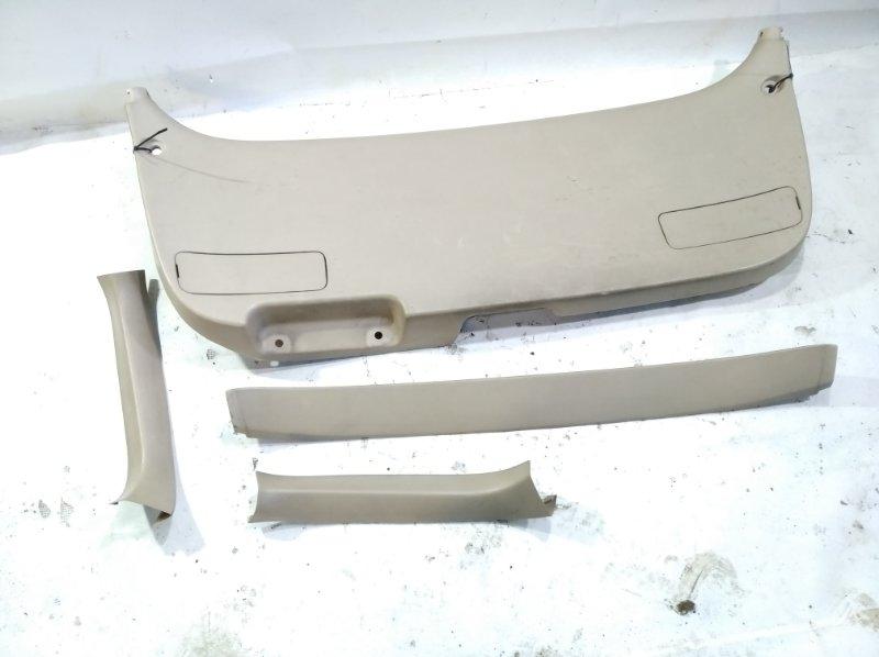 Обшивка двери багажника Toyota Gaia SXM10 3CTE 2004