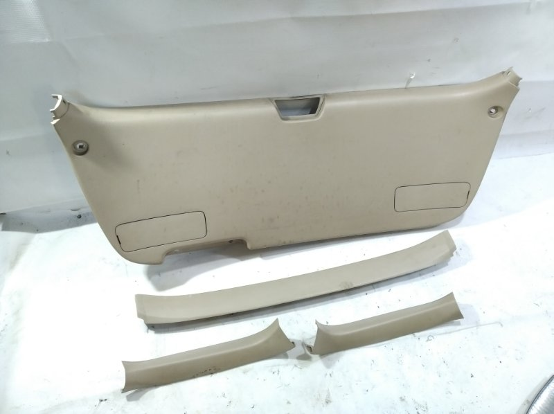 Обшивка двери багажника Toyota Gaia SXM10 3CTE 1998