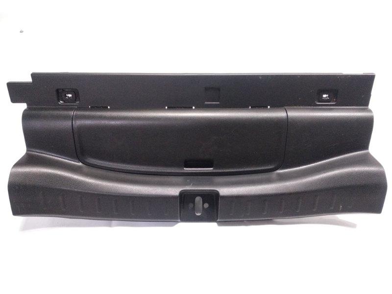Пластик замка багажника Honda Fit GP1 LDA 2010 задний