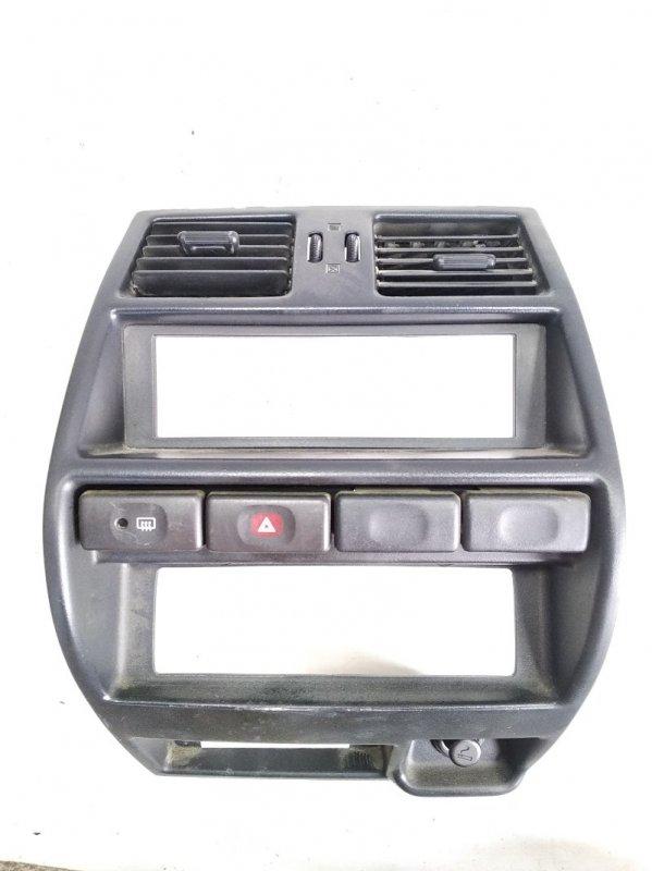 Консоль магнитофона Nissan Mistral R20 TD27T 1996 передний