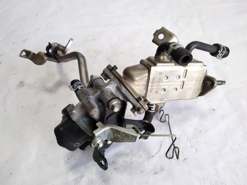 Клапан egr Toyota Aqua NHP10 1NZFXE 2012 передний