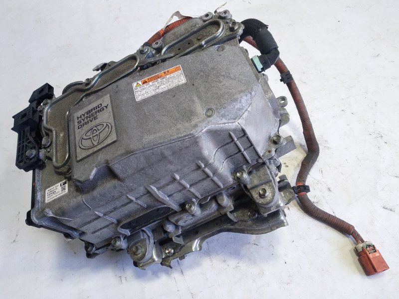 Инвертор Toyota Corolla Fielder NKE165 1NZFXE 2015 передний