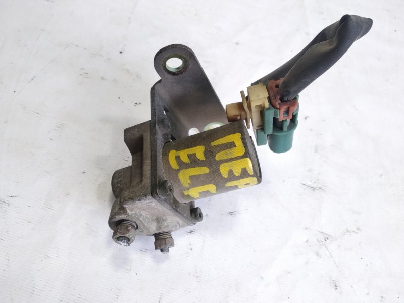 Тройник тормозной Isuzu Elf NKR58 4HF1 1997 передний