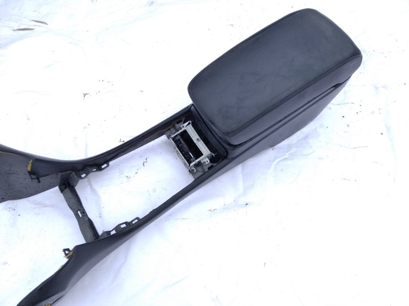 Бардачок между сиденьями Toyota Celsior UCF30 3UZFE 2001