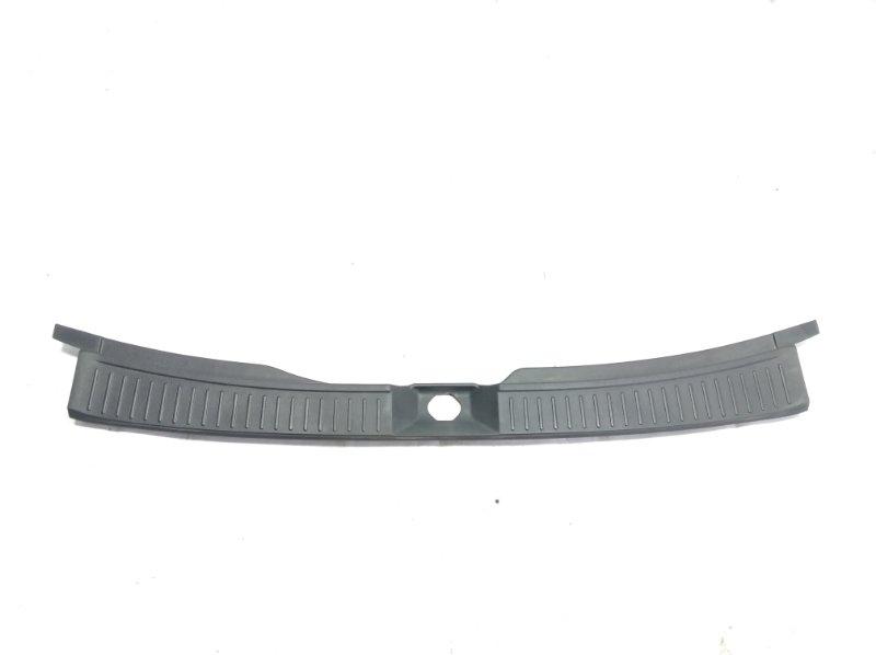 Пластик замка багажника Nissan Wingroad VFY11 QG18DE 2005 задний