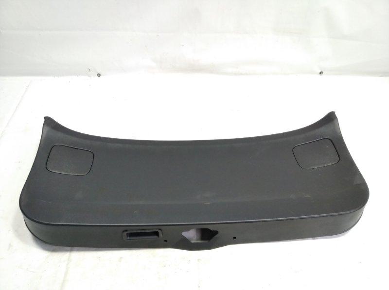 Обшивка двери багажника Nissan Wingroad VFY11 QG18DE 2005 задняя