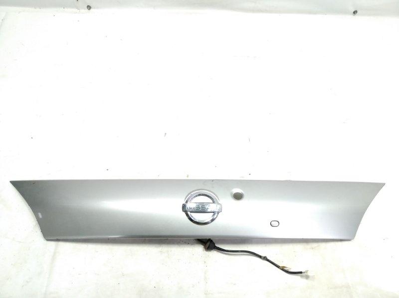 Накладка 5-й двери Nissan Wingroad VFY11 QG18DE 2005 задняя