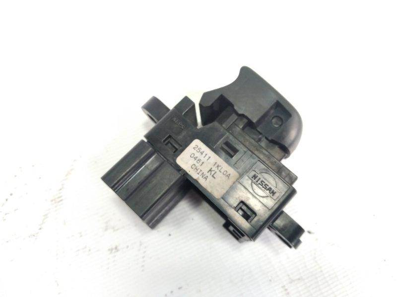 Кнопка стеклоподъемника Nissan Juke YF15 HR15DE 2011 передняя левая