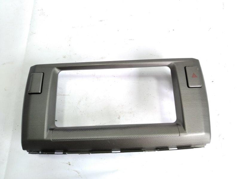 Консоль магнитофона Toyota Passo Sette M502E 3SZFE 2010 передний