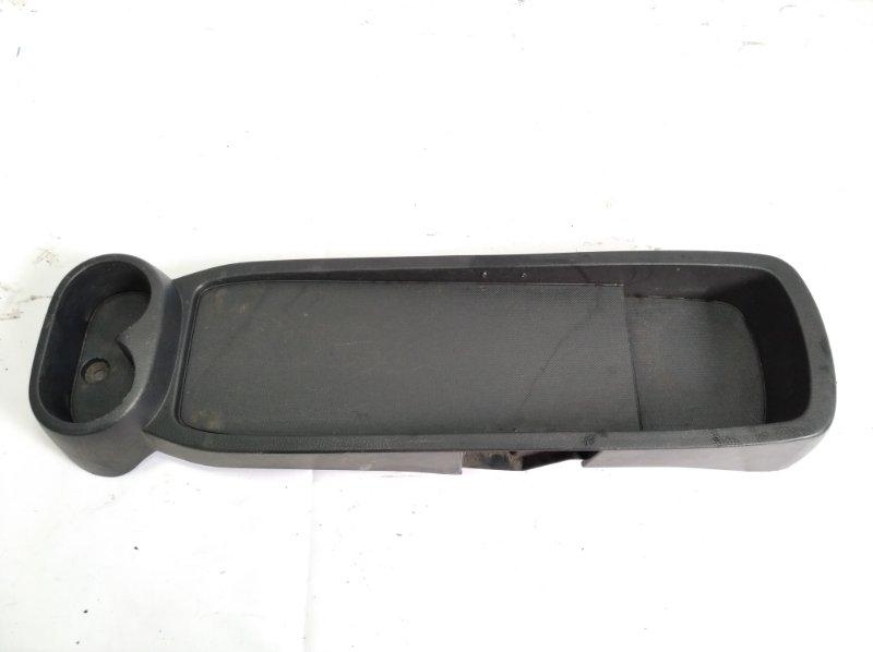 Бардачок между сиденьями Toyota Passo Sette M502E 3SZFE 2010 передний