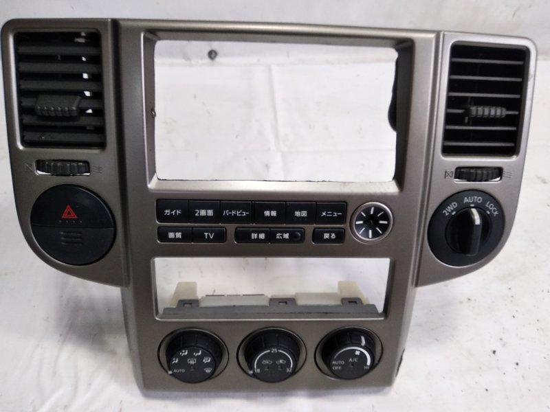 Консоль магнитофона Nissan Xtrail T30 QR20DE 2005 передний