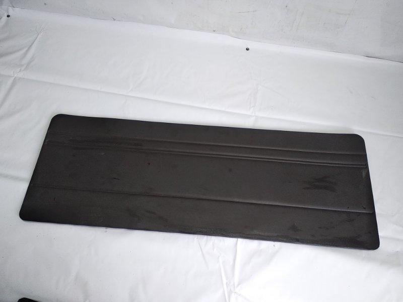 Обшивка двери багажника Toyota Hiace KZH106G 1KZTE 1997 задняя