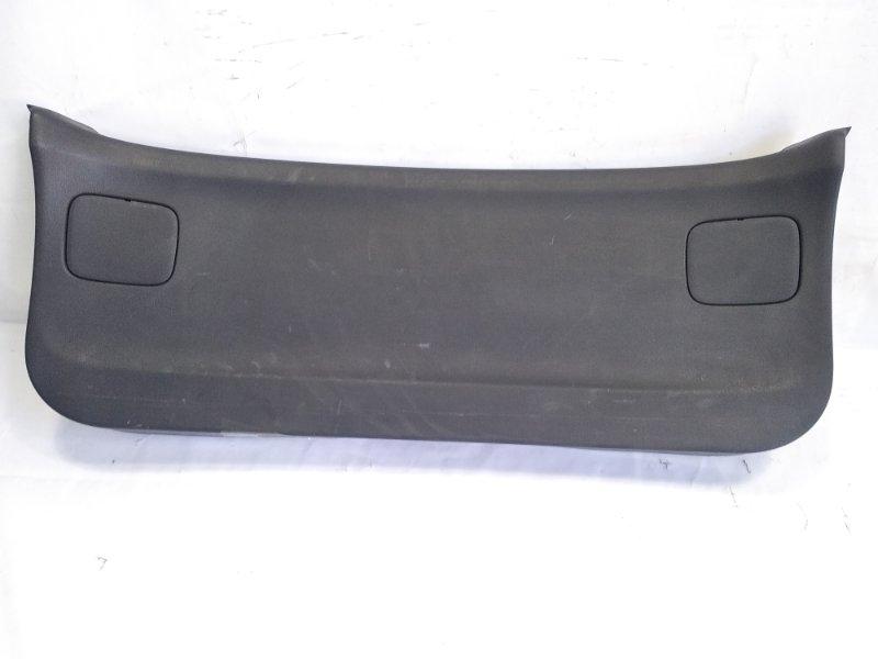Обшивка двери пятой Nissan Wingroad VFY11 QG18DE 2004 задняя