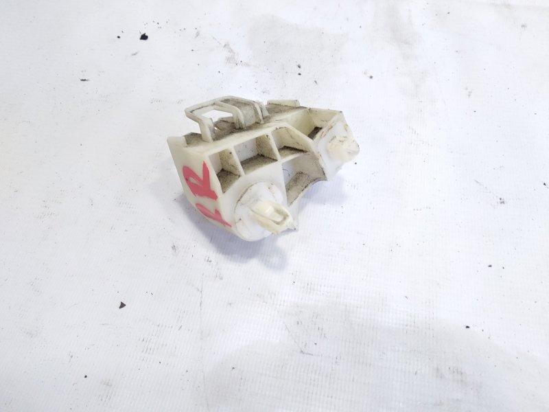 Крепление бампера Toyota Vitz NCP131 1KRFE 2011 заднее правое