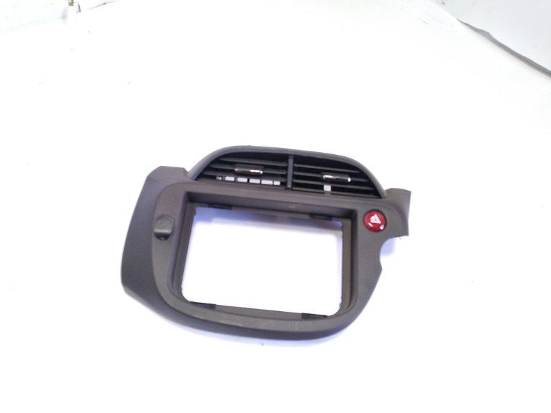 Консоль магнитофона Honda Fit GP1 L15A 2012 передний
