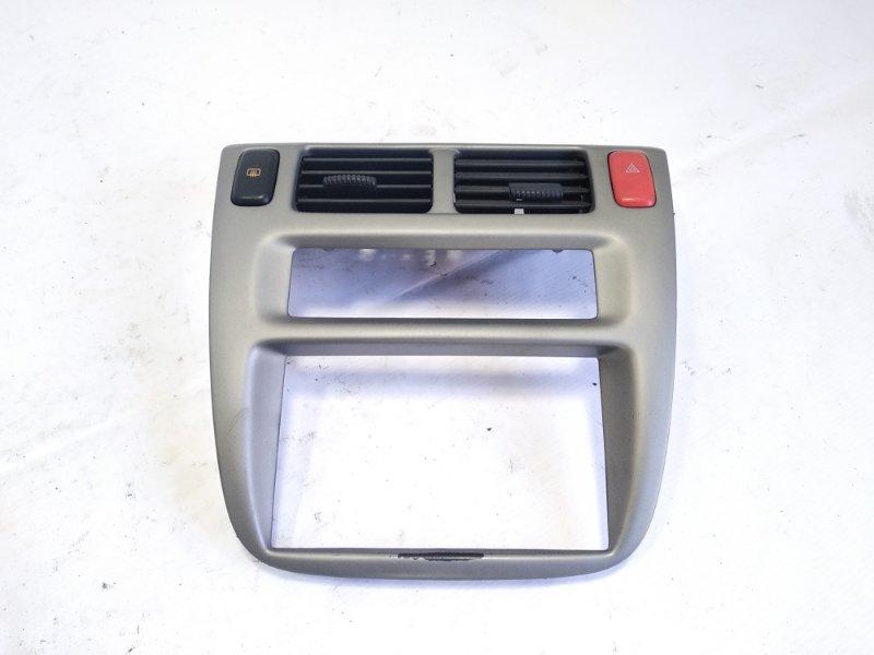 Консоль магнитофона Honda Hrv GH1 D16A 2002 передний