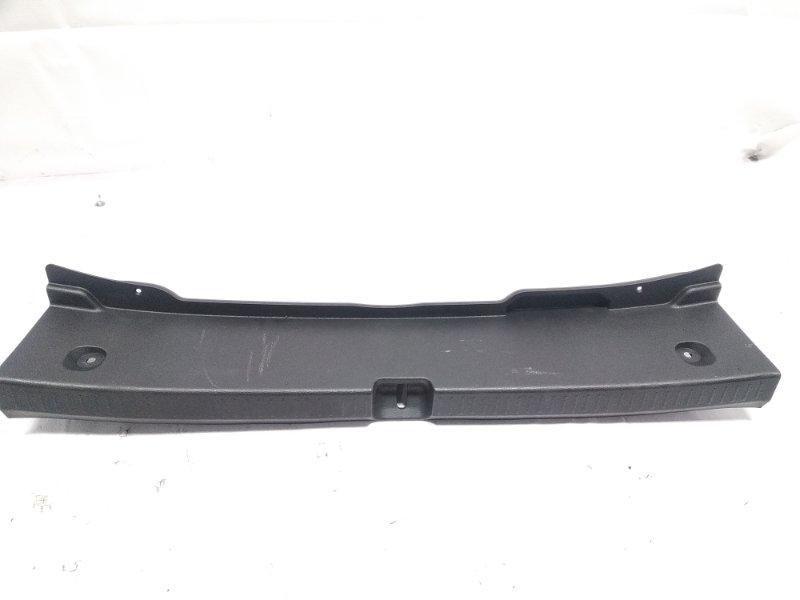 Пластик замка багажника Toyota Corolla ZRE212 2ZRFAE 2020