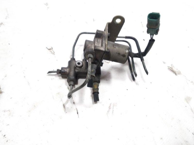 Тройник тормозной Isuzu Elf NKR58 4HF1