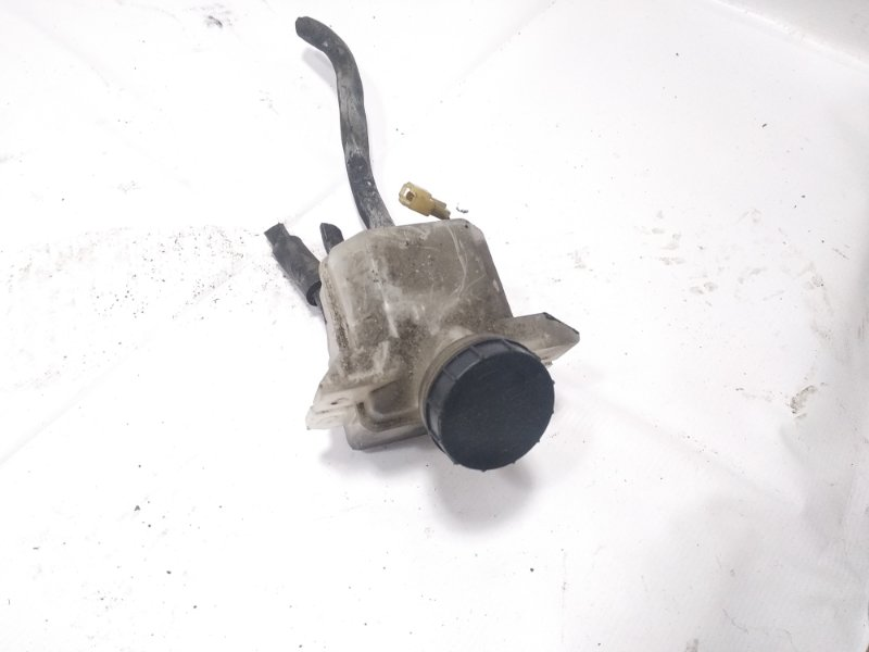 Бачок для тормозной жидкости Isuzu Elf NKR58 4HF1