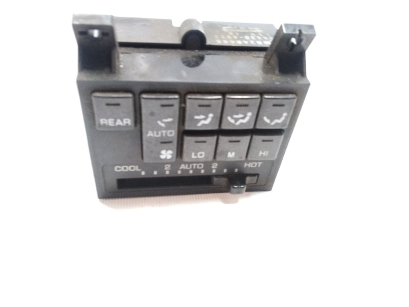 Блок управления климат-контролем Mitsubishi Pajero V21W 6G74 1997 задний