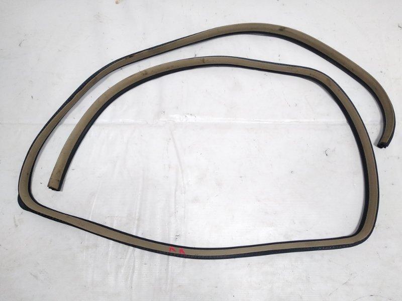 Уплотнение дверное Nissan Presage HU30 KA24DE 1998 заднее правое