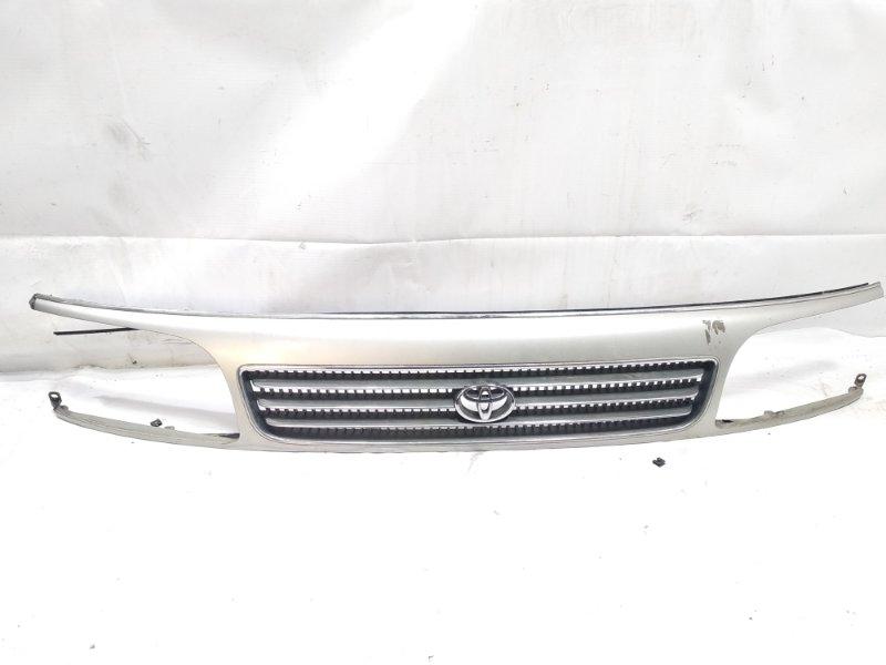 Решетка радиатора Toyota Hiace KZH106G 1KZTE 1995 передняя