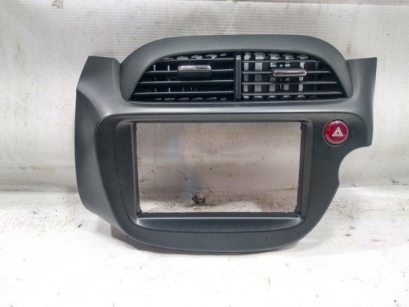 Консоль магнитофона Honda Fit GP1 L15A 2011 передний