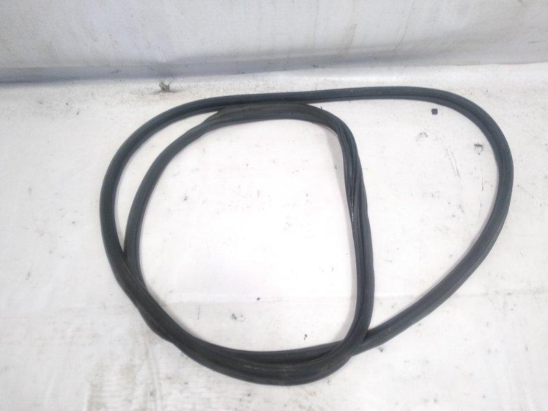Уплотнительная резинка багажника Honda Fit GP1 L15A 2011 задняя