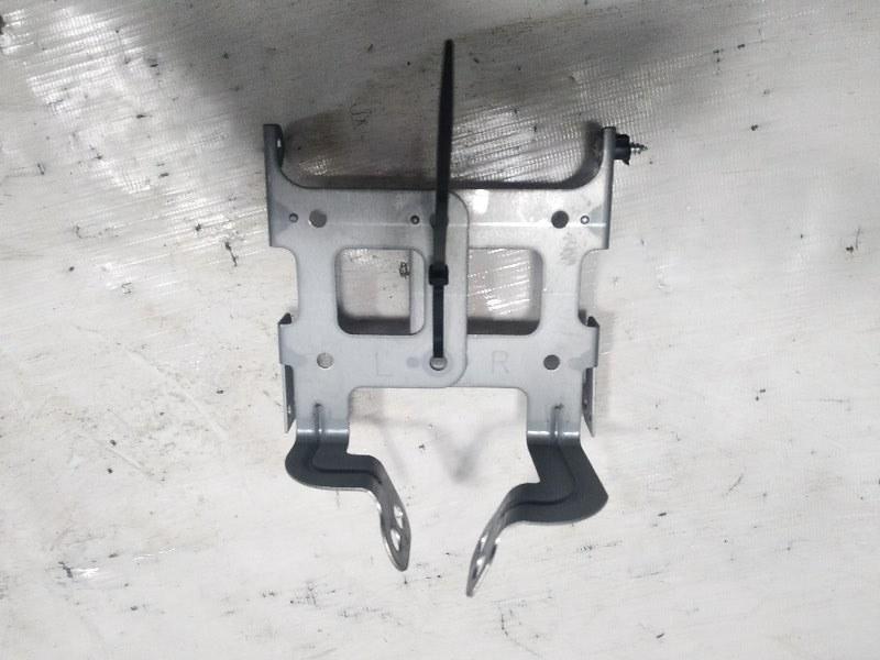Крепление магнитофона Honda Step Wagon RK5 R20A 2010 переднее